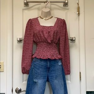 Top with square neck  and elastic waist